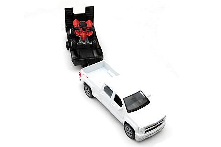Модель Chevrolet белого цвета с красным квадроциклом 1:43 19535B 959-0045