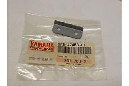 Крепление демпфера напровляющей склизы для снегоходов Yamaha 8K2-47458-01-00